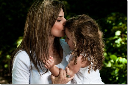 mother_daughter_kiss